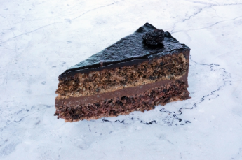 Szilvás csokitorta szelet